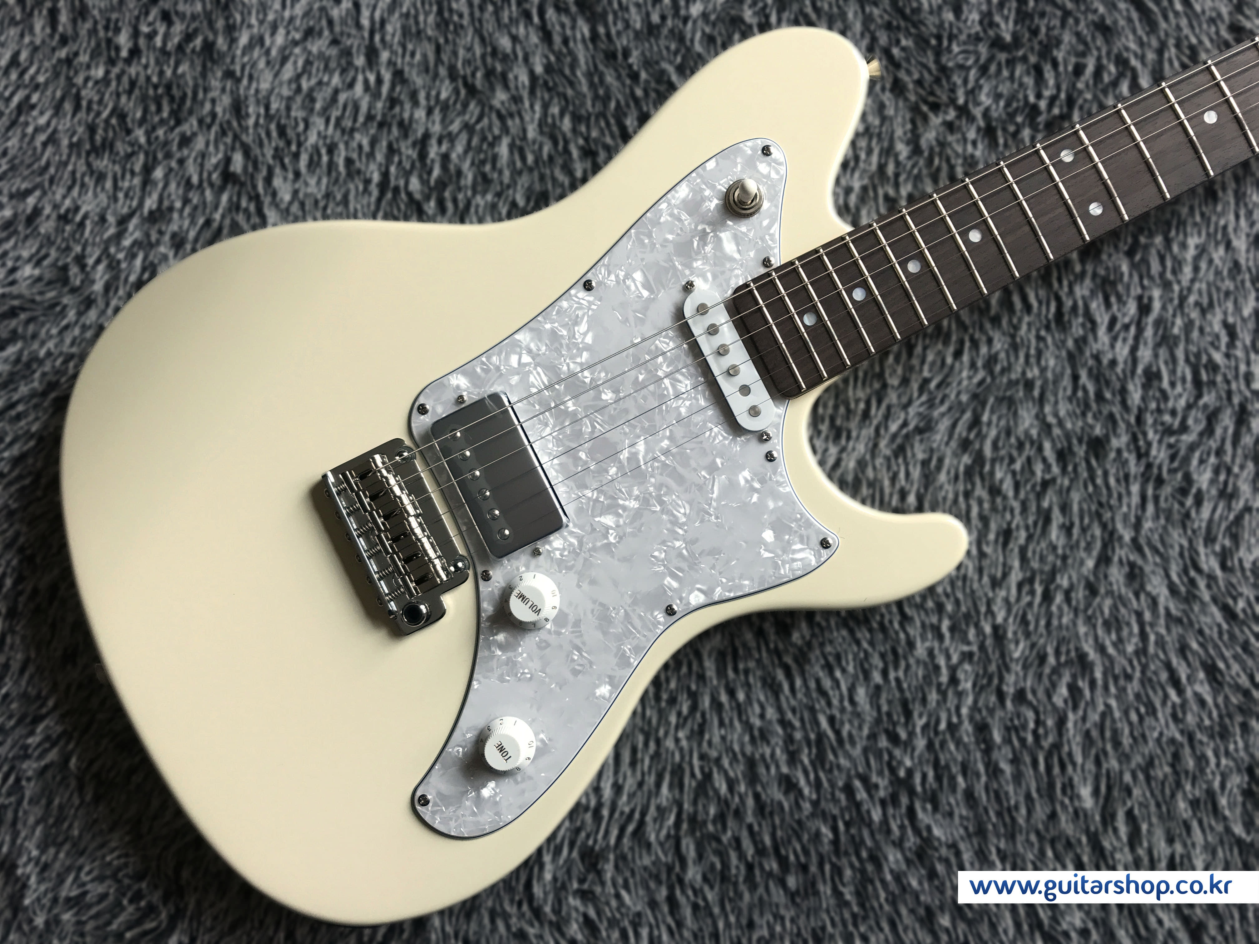 SUGI RMG GUITAR (Vintage White Color)